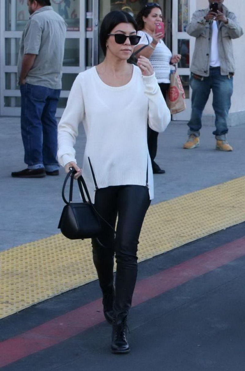Kourtney Kardashian Casual Fashion Images Galleries With A Bite