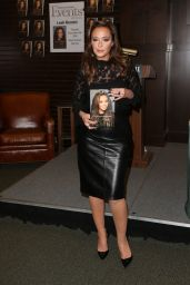Leah Remini - Signs Her New Book