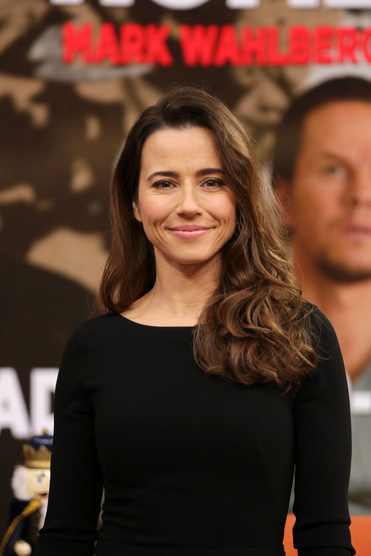 Linda Cardellini At Despierta America In Miami 12 17 2015