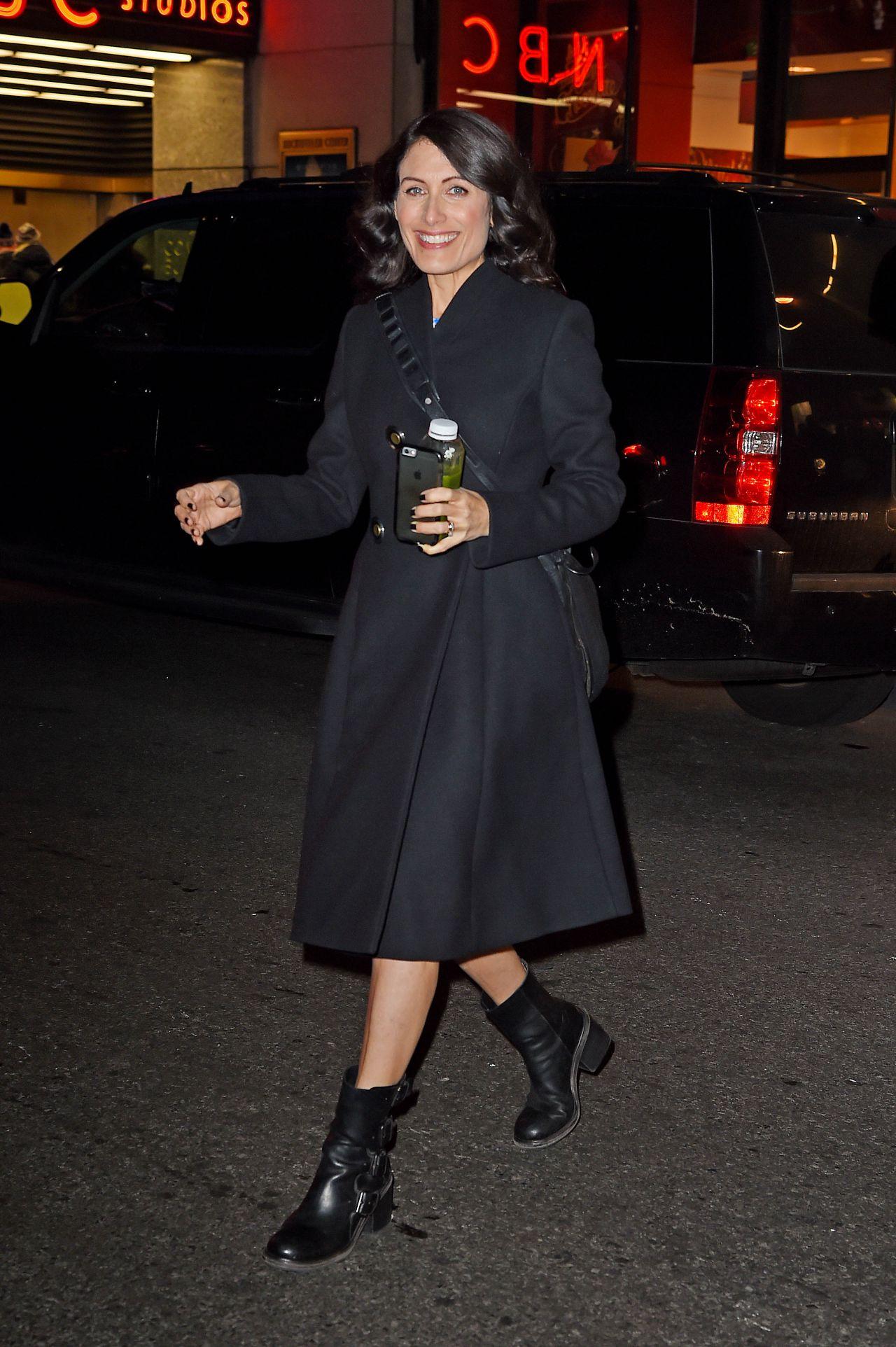 Lisa Edelstein Leaving Nbc Studios In New York 12 3 2015