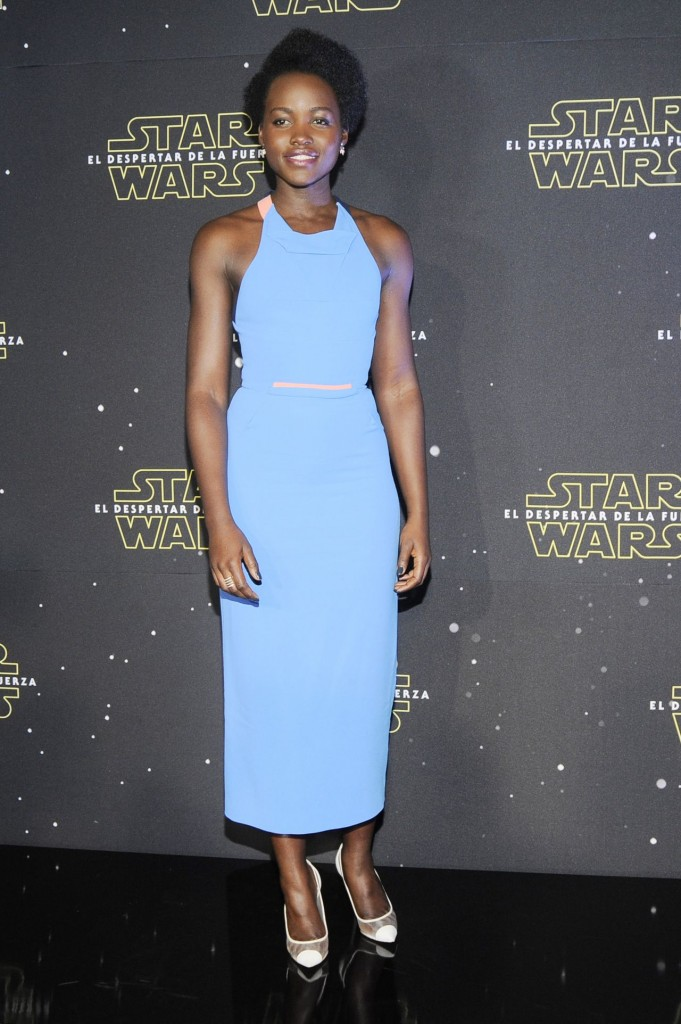 lupita-nyong-o-star-wars-episode-vii-the-force-awakens-photocall-at-st.-regis-hoten-in-mexico-city_1