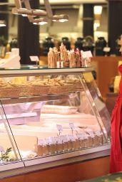 Michelle Hunziker Shopping in Milan, December 2015