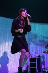 Natalie Imbruglia Performs at Manchester Arena, December 2015