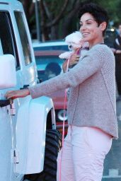 Nicole Murphy - Picks up her Pooch Babi at PoshPetCare in West Hollywood, December 2015
