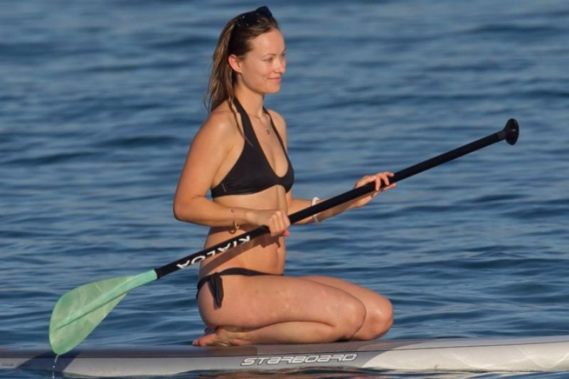 olivia-wilde-in-a-bikini-paddle-board-in-hawaii-december-2015_1