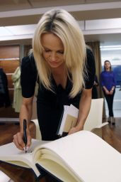 Pamela Anderson - International Fund for Animal Welfare in Moscow, 12/7/2015