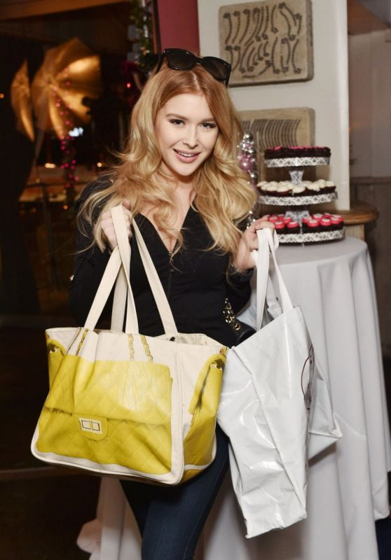 Renee Olstead at Shoedazzle Event for Project Sunshine in West Hollywood, December 2015