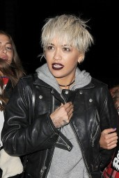 rita-ora-shows-off-her-new-blonde-bob-haircut-leaves-pizza-express-in-notting-hill-12-9-2015_1