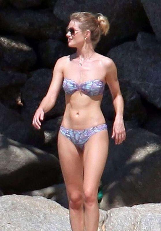 Rosie Huntington-Whiteley Bikini Candids - Thailand 12/30/2015