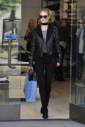 Rosie Huntington-Whiteley - Shopping at The Grove in Los Angeles, 12/2/2015