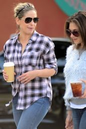 Sarah Michelle Gellar - Getting Coffee in Santa Monica, December 2015