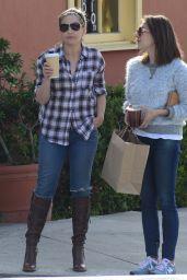 Sarah Michelle Gellar - Getting Coffee in Santa Monica, December 2015