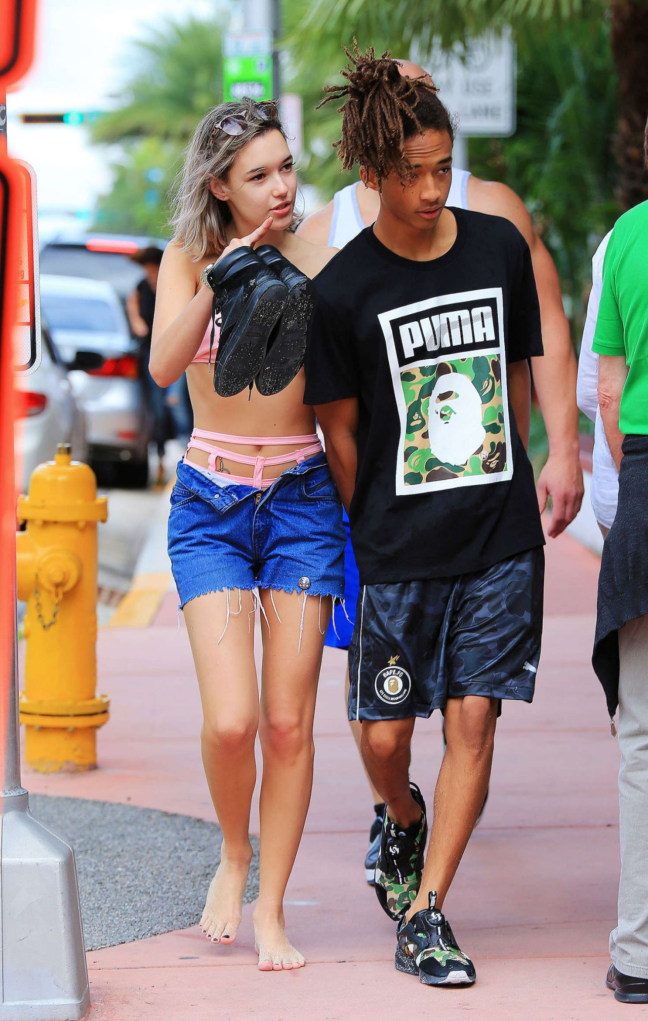 Sarah Snyder And Jaden Smith On The Beach In Miami 12 19