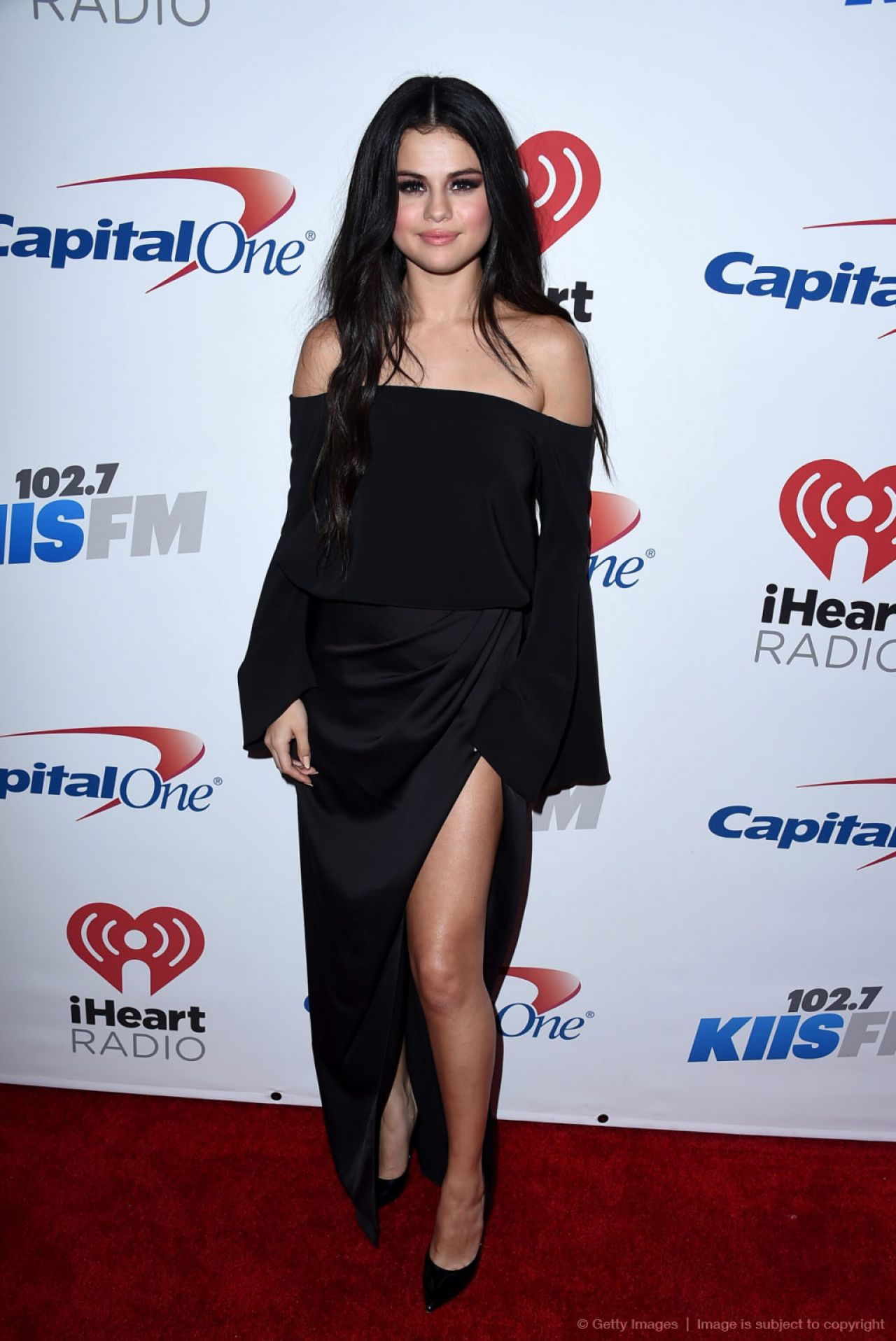 Selena Gomez On Red Carpet 102 7 Kiis Fm S Jingle Ball