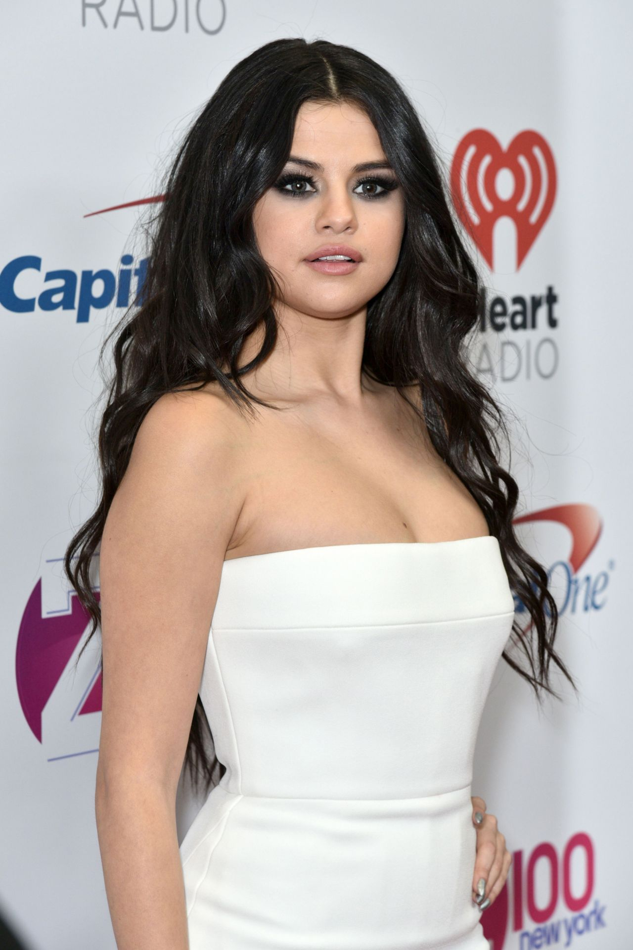 Selena Gomez Nude Photos 32