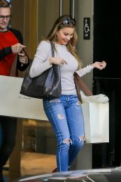 Sofia Vergara in Tight Jeans - at St. John Boutique in Beverly Hills, 12/9/2015