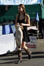 Stefanie Scott Casual Style - at a Farmer