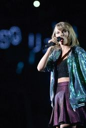 Taylor Swift Performs at