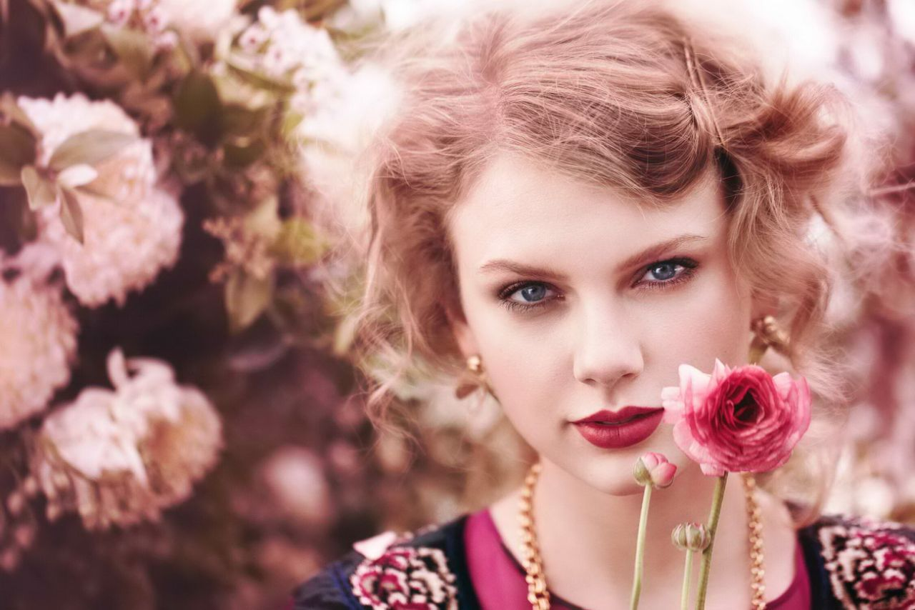 Taylor Swift Photoshoot For Teen Vogue 2011
