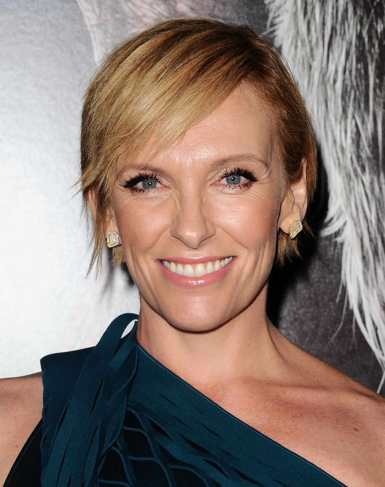 toni collette how tall