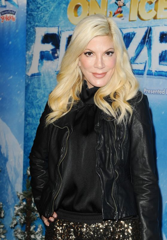 Tori Spelling at Disney On Ice in Los Angeles, 12/10/2015