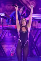 Tove Lo Performs at 103.5 KISS FM's Jingle Ball 2015 Presented by Capital One at Allstate Arena in Chicago