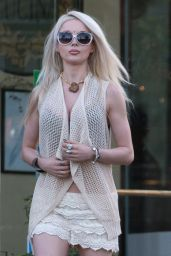 Valeria Lukyanova Casual Style - Los Angeles, December 2015