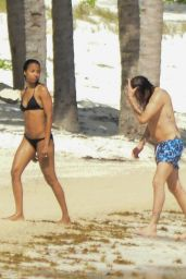 Zoe Saldana in a Sexy Bikini - Vacation in Mexico, December 2015