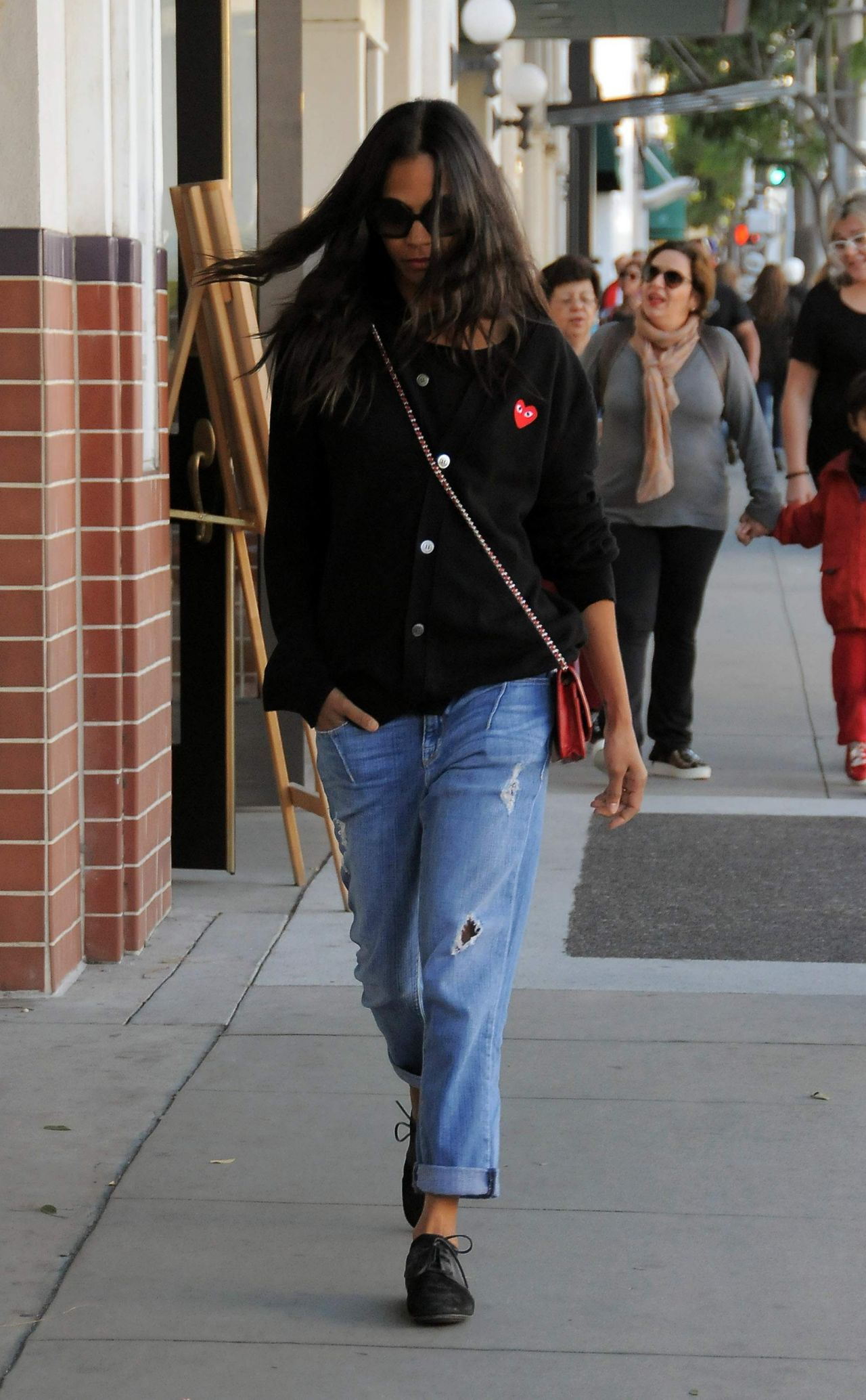 Zoe Saldana Street Style On A Shopping Spree In Beverly