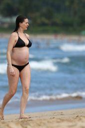 Anne Hathaway Bikini Candids - Hawaii 12/27/2015