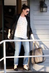 Anne Hathaway Street Style - West Hollywood, CA 1/22/2016