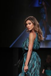 Belen Rodriguez - Pitti Immagine Uomo 89 Edition in Florence, January 2016