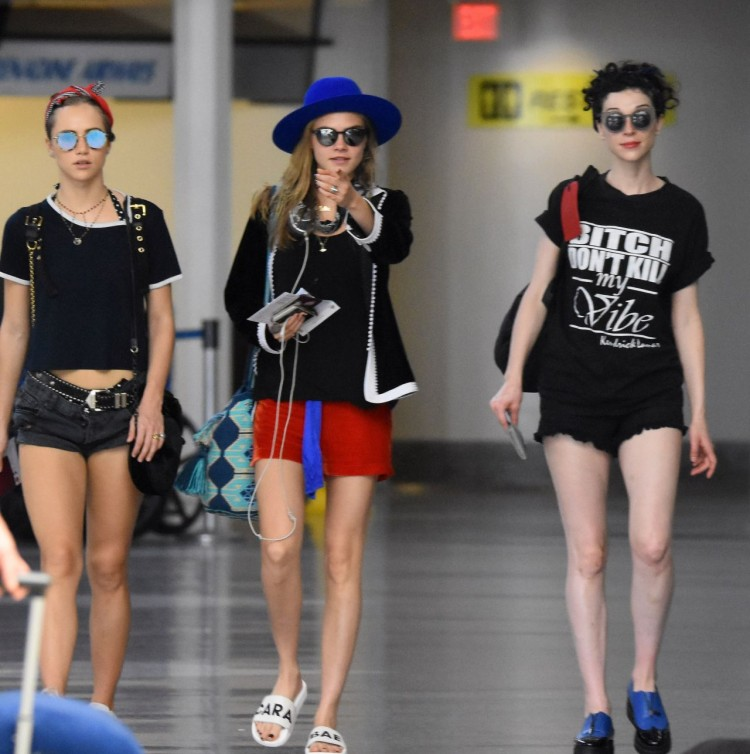 cara-delevingne-annie-clark-and-suki-waterhouse-airport-in-barbados-12-30-2015-1