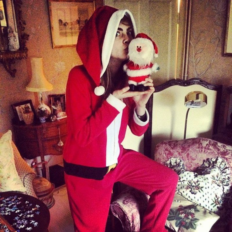 Cara Delevingne Twitter And Instagram Personal Pics