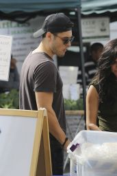 Cassie Scerbo at a Farmers Market in Los Angeles, January 2016