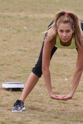 Chloe Goodman in Leggings – Outdoor Workout in London 1/3/2016