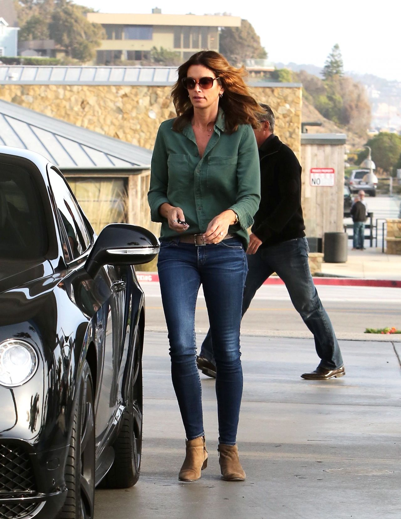 Cindy Crawford In Skin Tight Jeans Getting Gas In Malibu