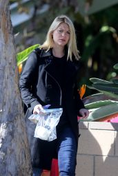 Claire Danes Style - Out in Venice Beach 1/13/2016