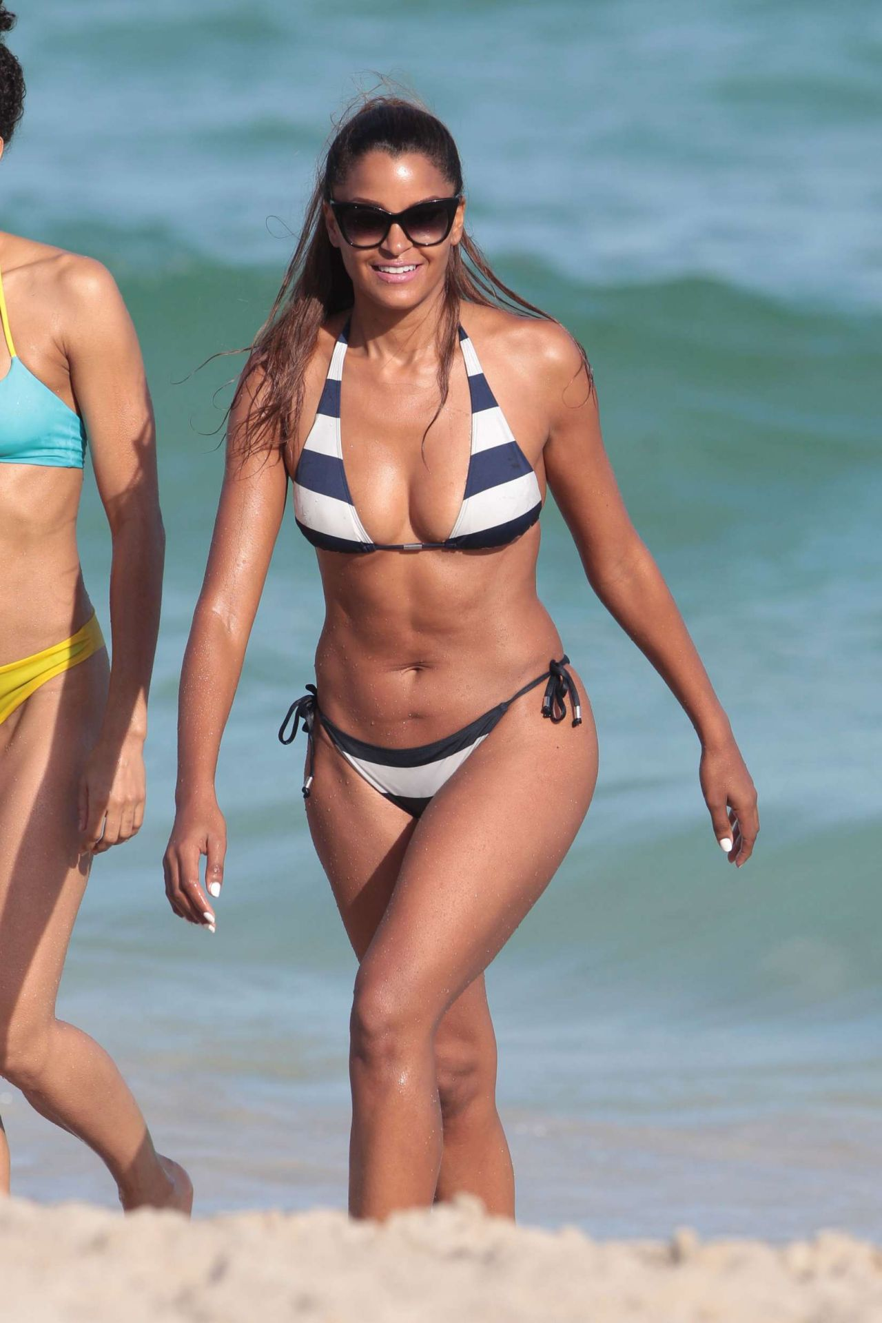 Claudia Jordan Hot In Bikini Beach In Miami 1 2 2016