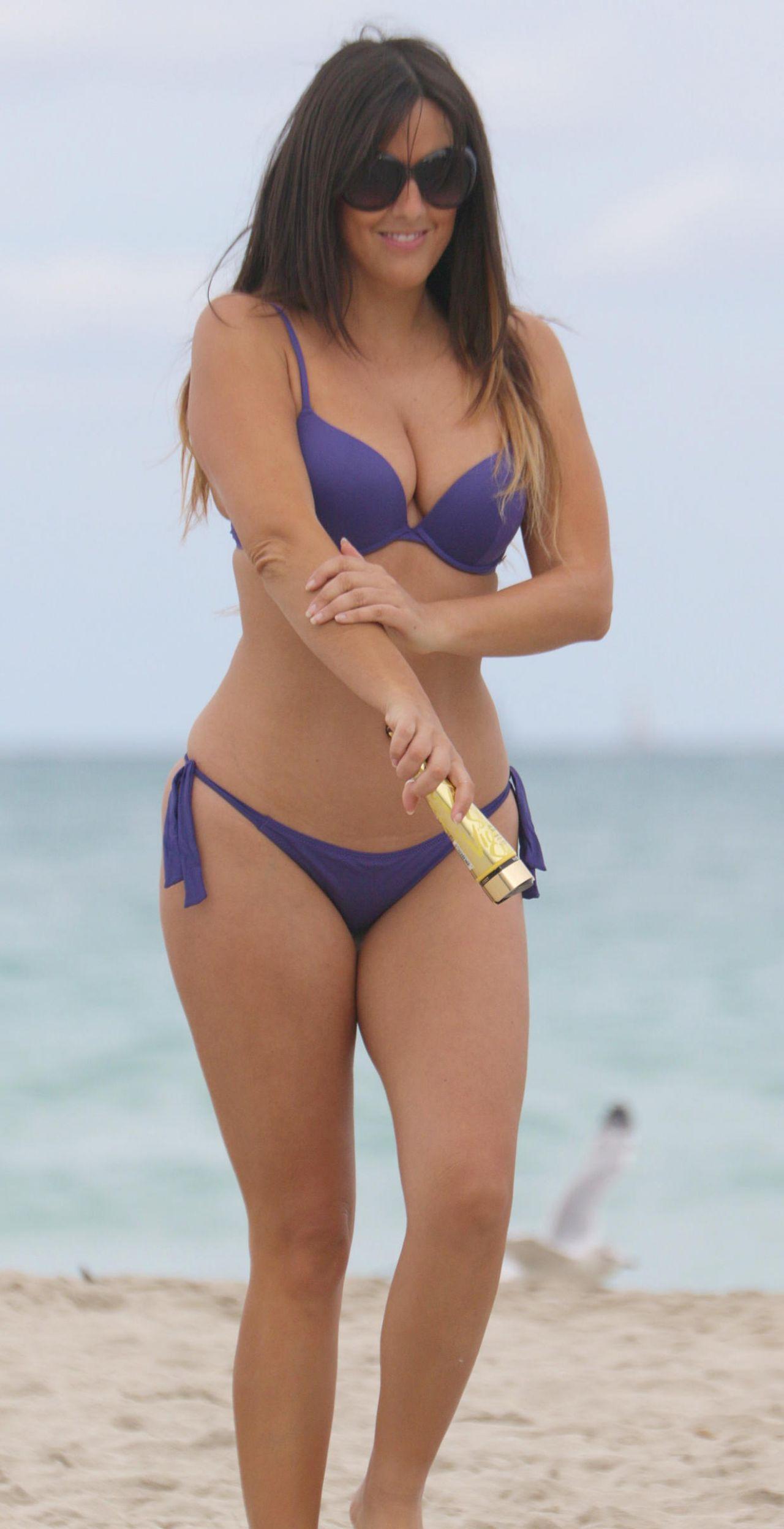 Claudia Romani Hot In A Bikini In Miami 01 13 2016