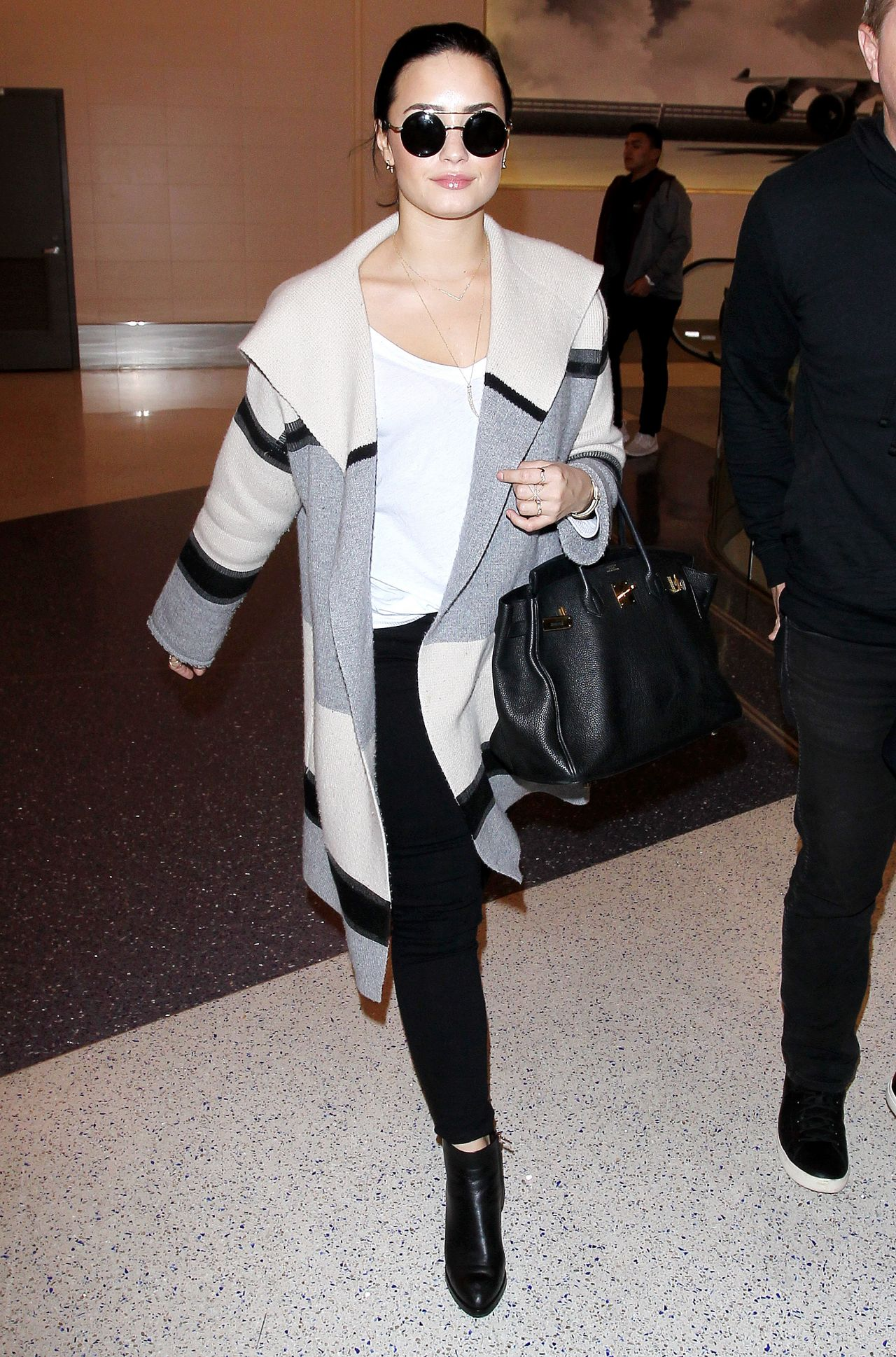 Demi Lovato Style At Lax In Los Angeles 1 20 2016
