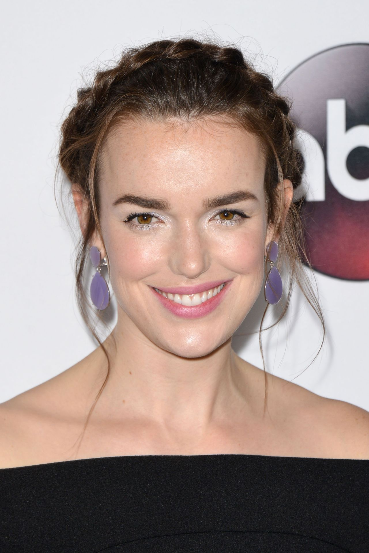 Elizabeth Henstridge Nude Photos 96