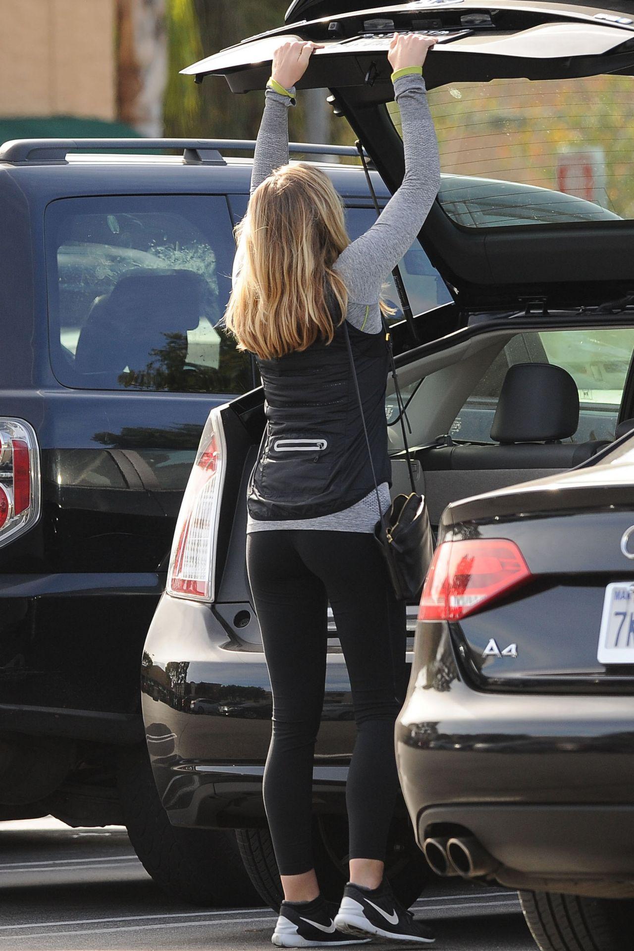 Elizabeth Olsen - Leaving Gelsons Market In Los Angeles 1 -1996