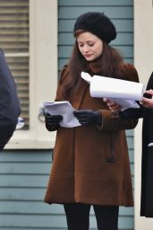 Emilie De Ravin - Set of
