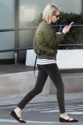 Emma Roberts Getting Coffee in Los Angeles, December 2015