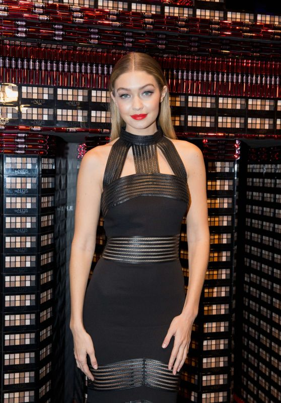 Gigi Hadid – MAYBELLINE New York Make-Up Runway - Mercedes-Benz Fashion Week in Berlin 1/18/2016