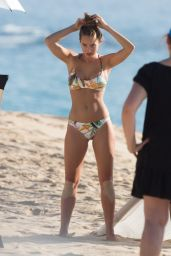 Hannah Davis in a Bikini on a Photo Shoot in Hawaii 1/13/2016