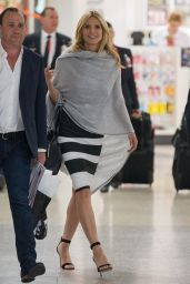 Heidi Klum Style - Arrives at Sydney Airport From Melbourn 1/27/2016