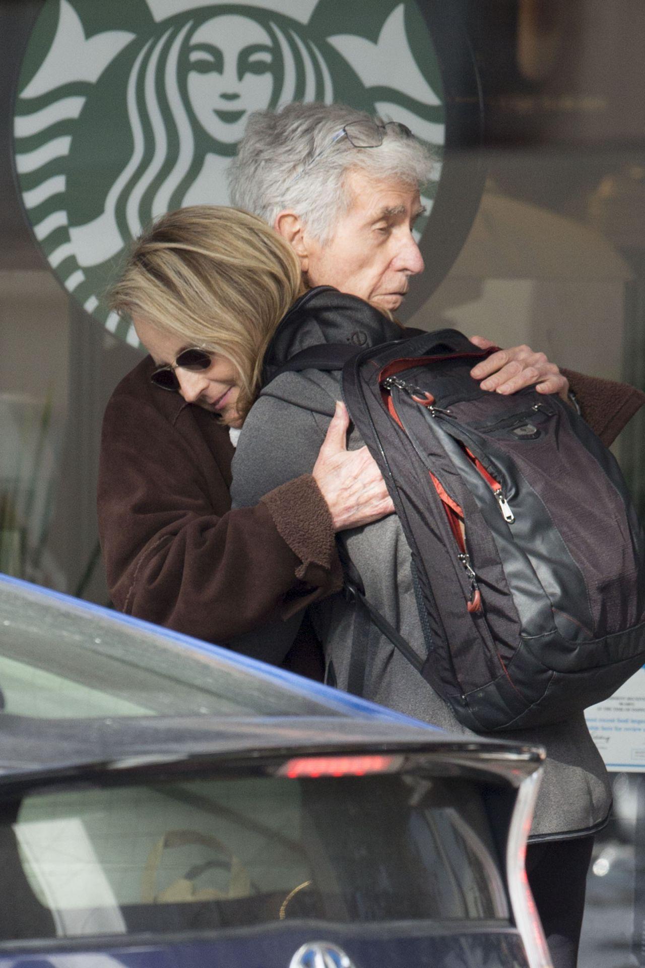 Helen Hunt Casual Style Leaving Starbucks In Los Angeles