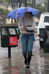 Hilary Duff in Her Hunter Wellington Boots - Los Angeles, 1/5/2016